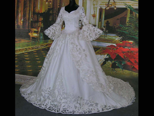 Pictures of victorian wedding dresses for Victorian style wedding dress